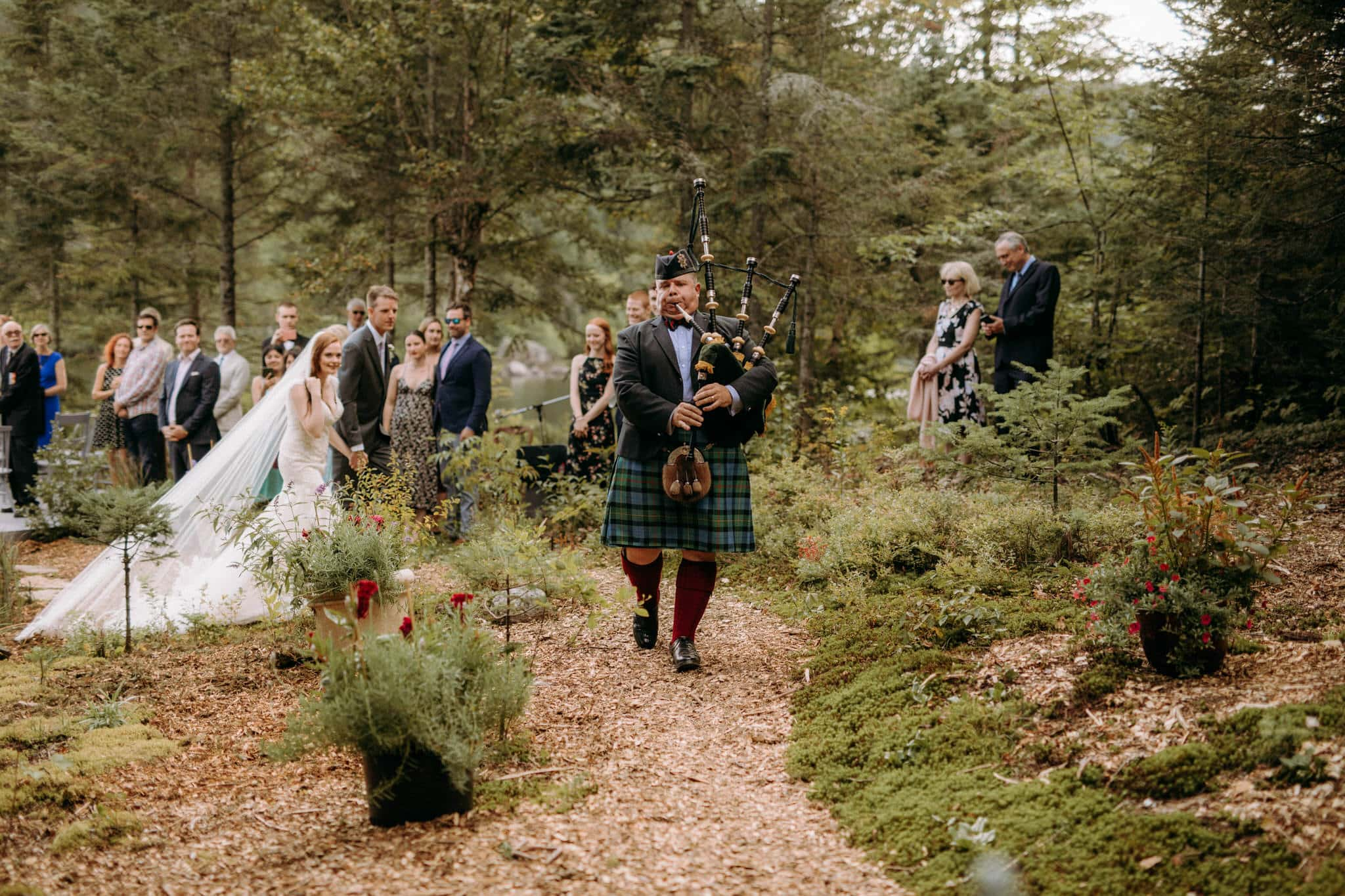 Intimate Wedding in Ivry-sur-le-Lac - Bagpipes procession - Wedding Photographer Brent Calis