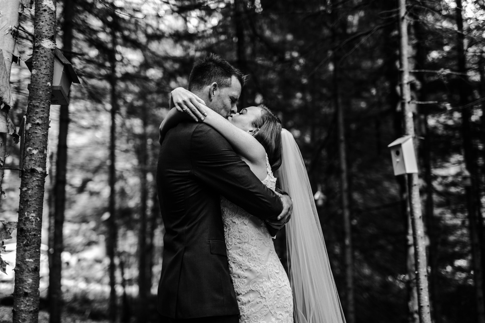 Intimate Wedding in Ivry-sur-le-Lac - Bride and groom kissing in the forest - Wedding Photographer Brent Calis